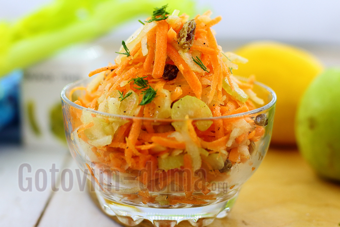 Салат стеблей сельдерея с морковью