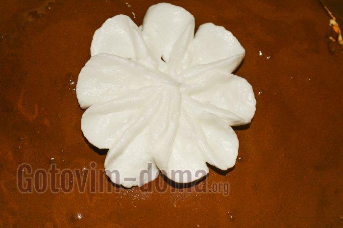 цветочек на торте