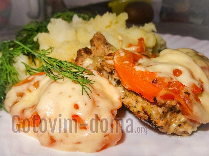 мясо с сыром и помидорами в мультиварке рецепт