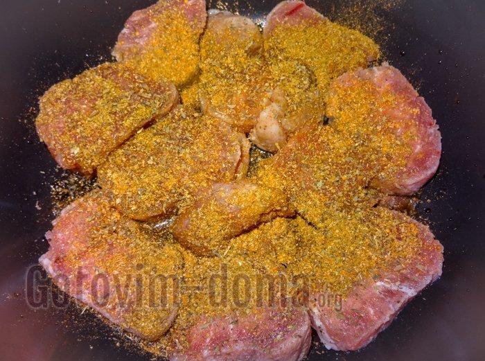 Мясо с сыром и помидорами по-домашнему в мультиварке, рецепт с фото