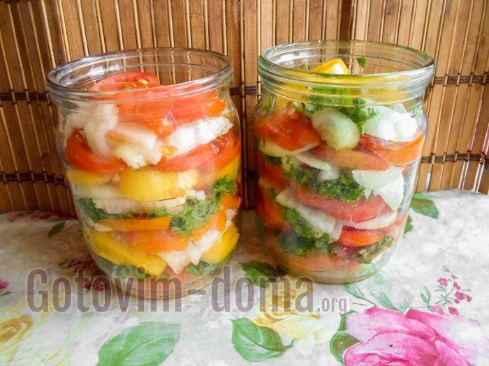 выкладываем слоями помидоры