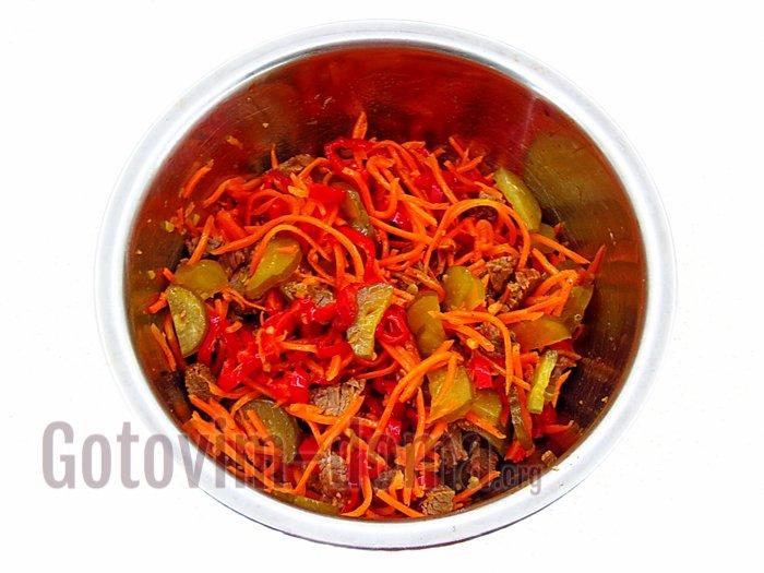 банкетный салат перемешиваем