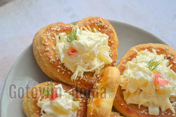 валованы с начинкой из сыра и ананасами