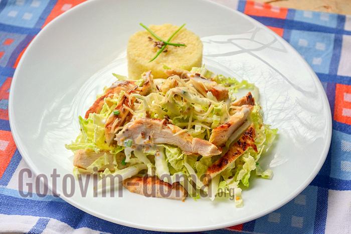 салат из куриной грудки  и пекинской капусты