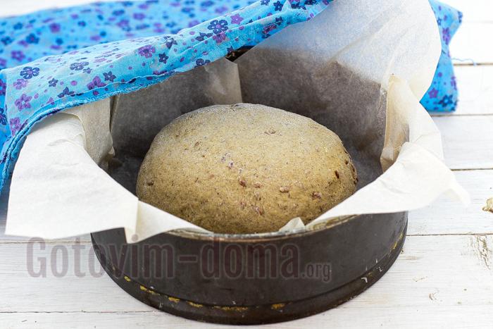 выкладываем хлеб в форму