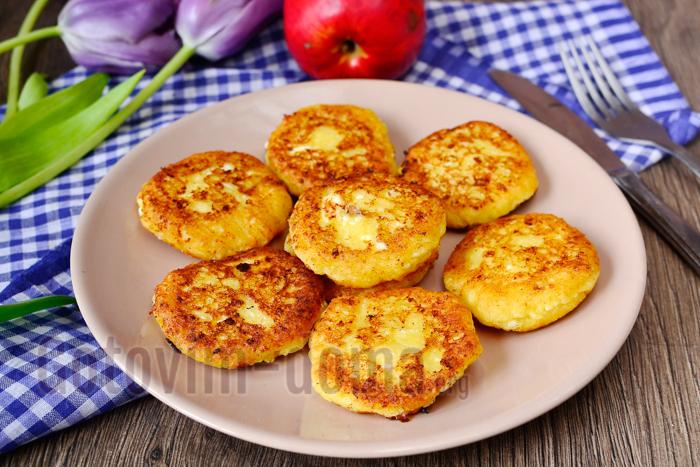 Рецепт приготовления сырников с яблоками