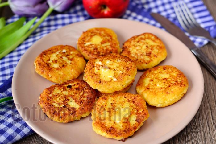 Рецепт вкусных сырников с яблокми