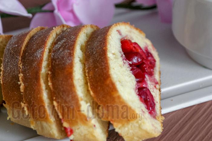 Простой рецепт пирога с вишнями