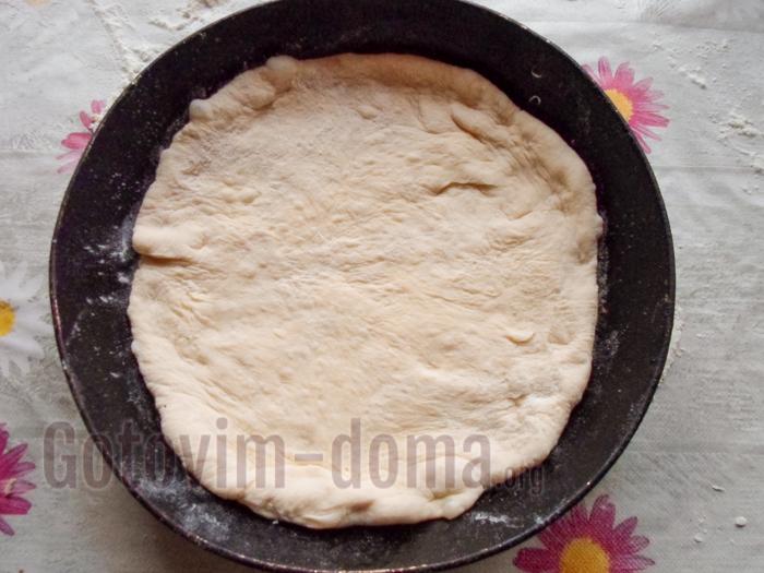 выкладываем в форму основу пирога