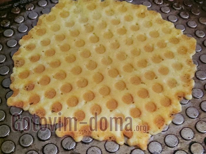 выпекаем вафли для трубочек