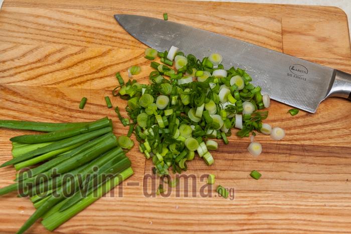 измельчаем зеленый лук
