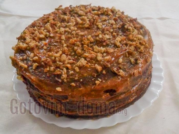 готовый торт с орехами