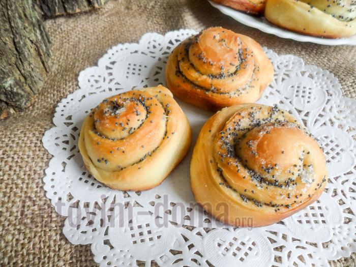 Рецепт канапе на шпажках с оливками и сыром