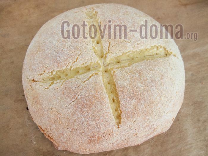 вкусный кукурузный хлеб испекся