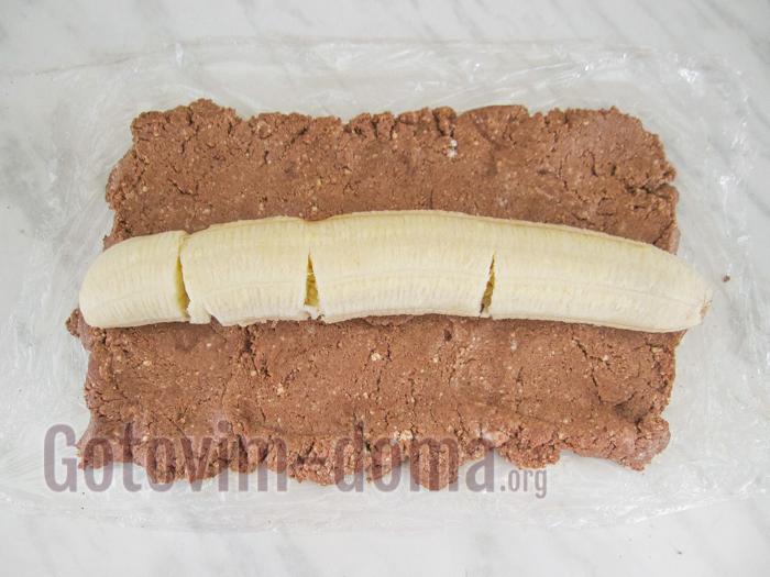 уложить банан