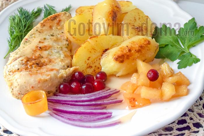 Курица на кефире с картошкой и соусом чатнии зи айвы