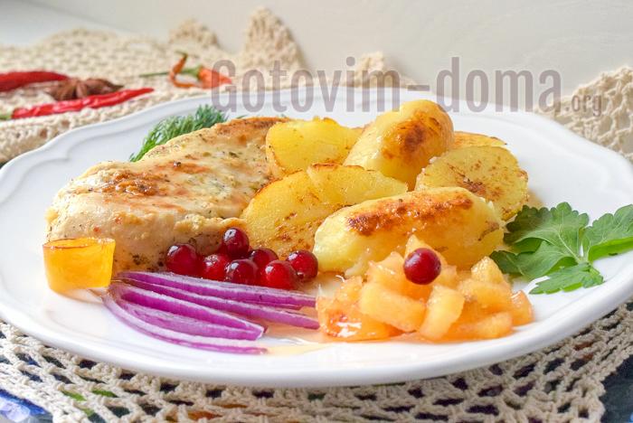 Легкий рецепт вкусной курицы с картошкой и соусом чатни