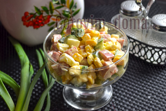 рецепт салата с колбасой кукурузой и огурцом рецепт