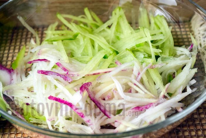 Салат из зеленой редьки, рецепт с фото