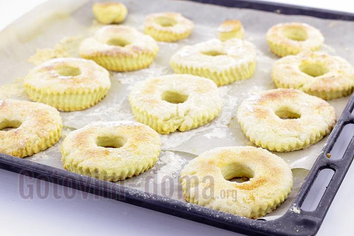 домашнее сахарное печенье испеклось