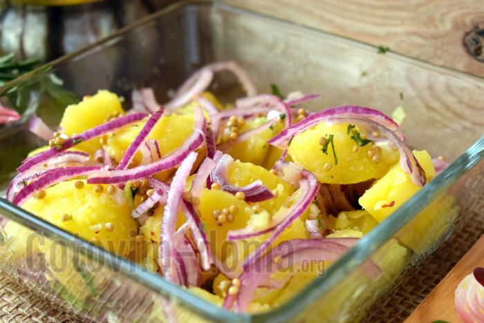 перемешиваем салат с заправкой