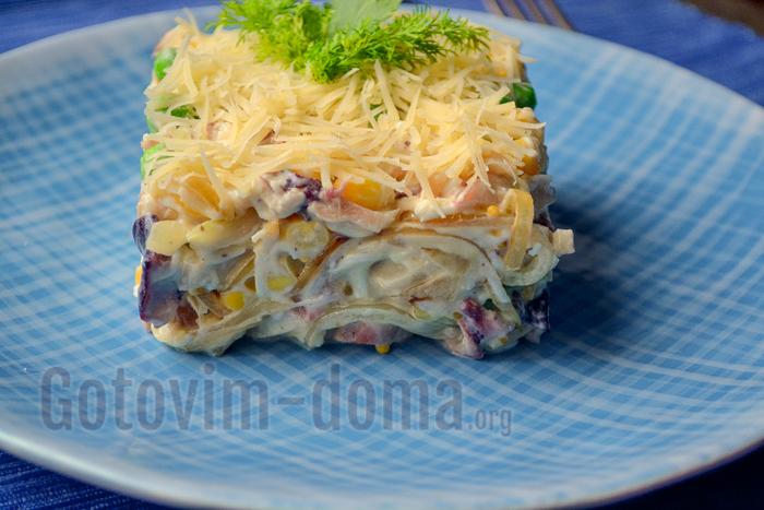 салат с осьминогом и яйцом