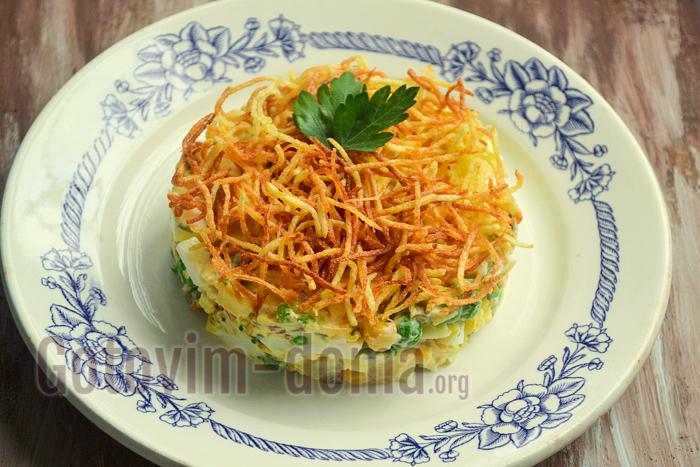 готовим дома хрустящий салат с картофелем фри