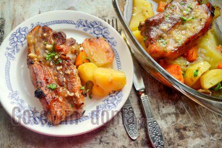 Свиная грудинка, запеченная в духовке, рецепт с фото