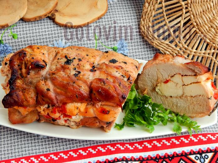 Рулет из свинины и курицы в духовке рецепт