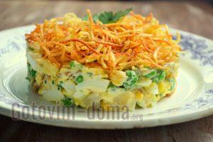 хрустящий салат с картофелем фри