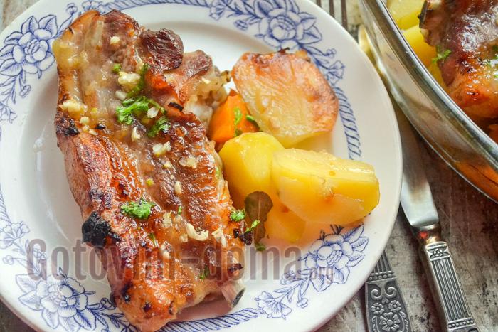 Свиная грудинка с картофелем в духовке.