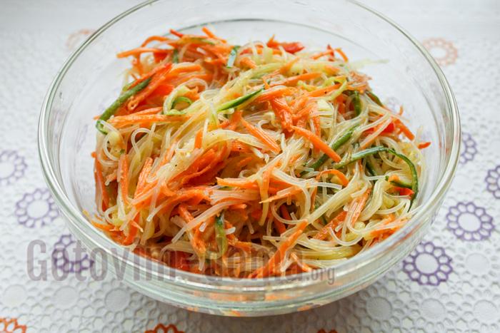 салат из фунчозы по корейски с овощами