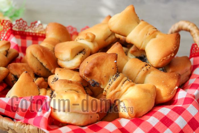 """Красивые и вкусные булочки с маком """"Бантики""""."""