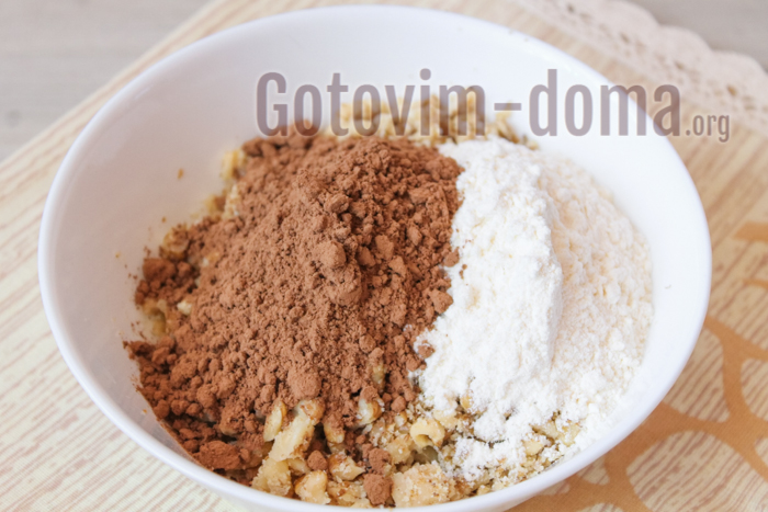 какао, мука и орехи