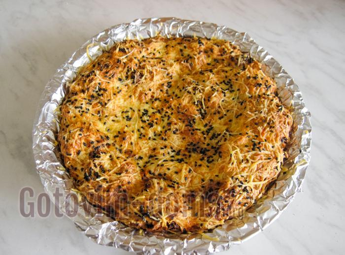 Пирог из рваного лаваша с сыром.
