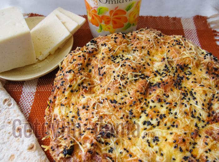 рваный пирог с сыром и кунжутом