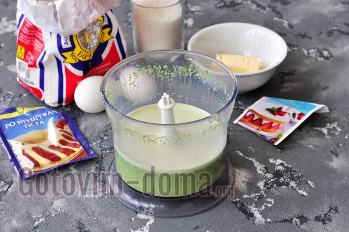 перемалываем шпинат с молоком