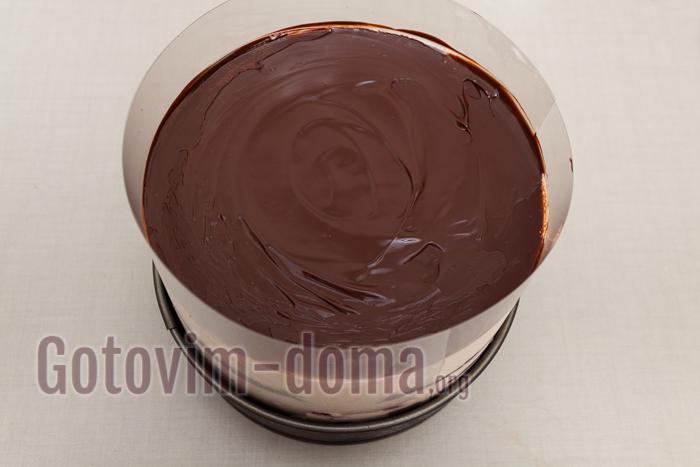 шоколад растапливаем со сливочным маслом 1 к 1 и заливаем сверху. Отправляем на ночь в холодильник