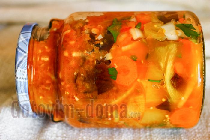 Баклажаны с помидорами в соусе на зиму