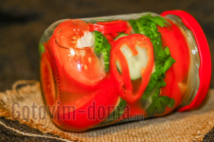 помидоры, огурцы и перец салат