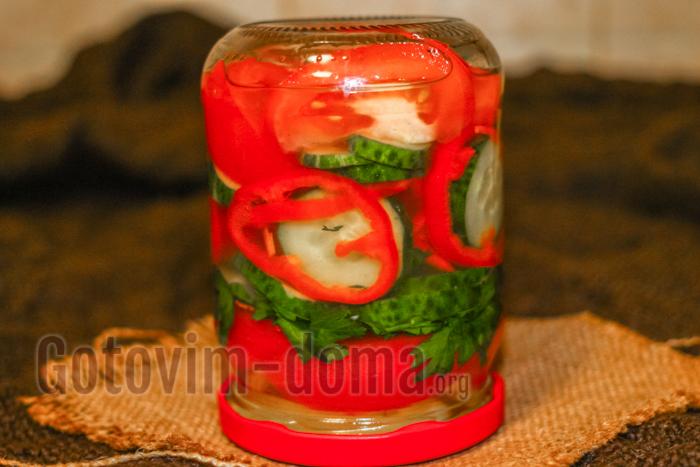 готовим дома салат из огурцов, помидоров и перца на зиму