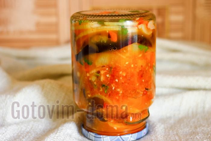 Баклажаны с помидорами, болгарским перцем и морковью