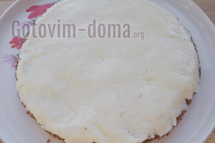 смазываем слоем кокосового крема