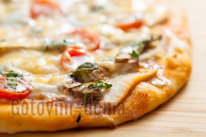 пицца на тонком дрожжевом тесте