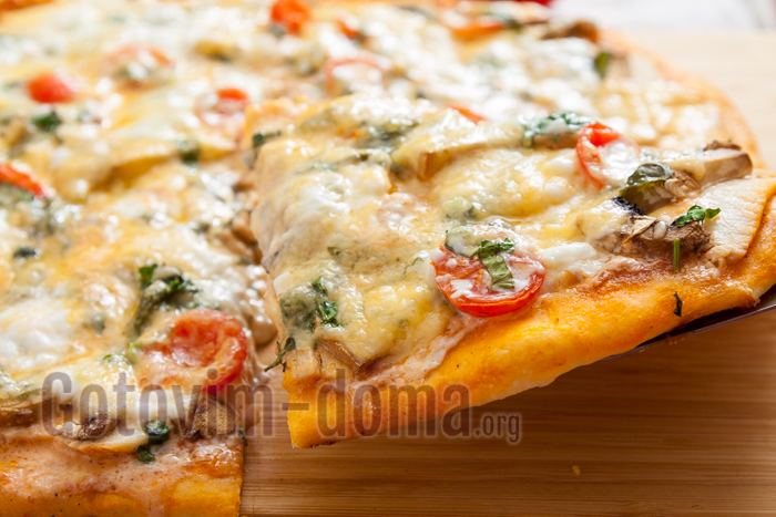 готовим дома пиццу с курицей и грибами