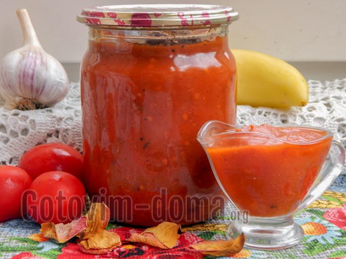 Кетчуп из помидоров и яблок с луком