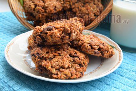 простое печенье с шоколадом и мюсли