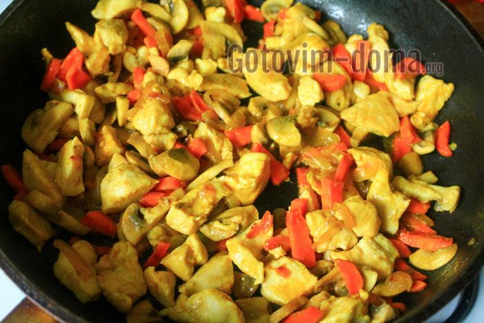 жарим курицу с овощами до готовности