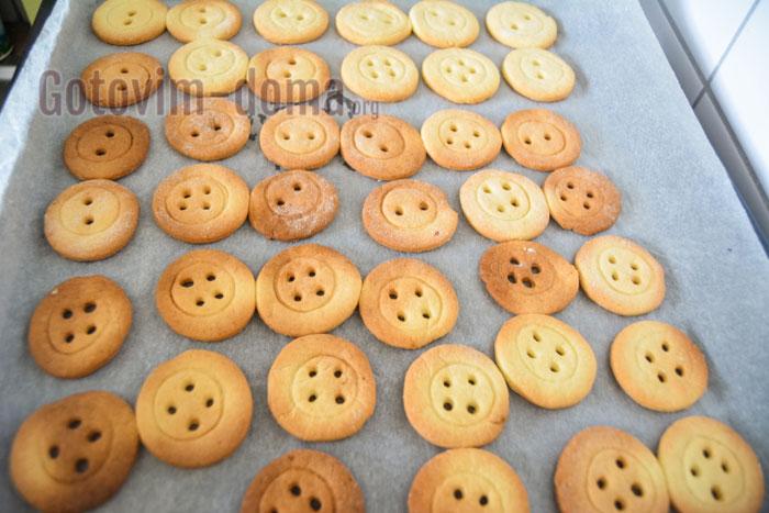 готовое печенье в виде пуговок