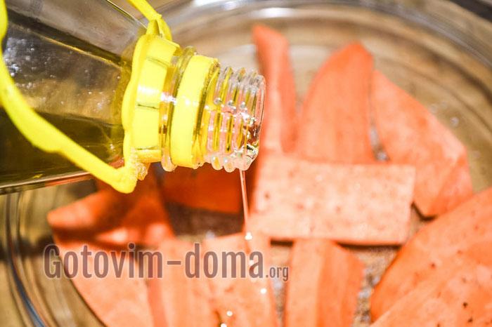 взбрызнуть подсолнечным маслом